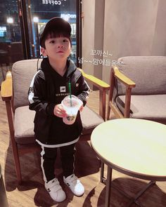 Cute Asian Babies, Korean Babies, Asian Kids, Cute Babies Newborn, Couple With Baby, Father And Baby, Ulzzang Kids, Baby Fashionista, Future Mom