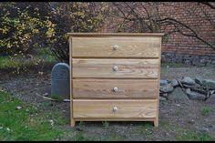 Jasanová+komoda+se+šuplíky+Masivní+komoda+z+jasanového+dřeva.+Dřevo+je+povrchově+upraveno+tvrdým+olejem.+Rozměry:+110x90x42+cm.