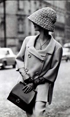 1962 Model in double-breasted Shetland crême wool suit with longer,loose jacket, 34 sleeves by Jean Patou, gloves and purse by Hermès, photo by Georges Saad, Paris