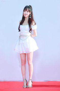 Gfriend-Yuju 190424 The Fact music awards Korean Girl Fashion, Japanese Fashion, S Girls, Kpop Girls, K Pop, Gfriend Yuju, Foto Pose, Event Dresses, Red Carpet Dresses