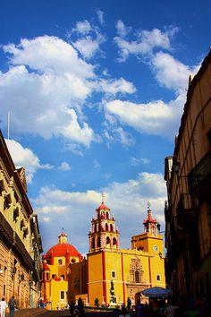 una vista de la catedral del estado de Guanajuato, Mexico