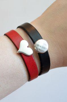 One Artsy Mama - http://www.oneartsymama.com/2014/02/easy-leather-cuff-bracelets.html