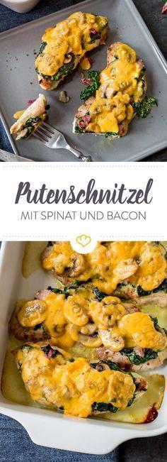 Saftige Putenschnitzel freuen sich über cremigen Spinat, knusprigen Bacon und würzige Champignons. Cheddar on top und dein Wohlfühlessen ist fertig!