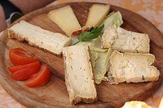_______________________ -ITALIA-FOOD: il formaggio Bastardo del Grappa   by  Francesco-Welcome and enjoy-  #WonderfulExpo2015  #Wonderfooditaly #MadeinItaly #slowfood #FrancescoBruno    @frbrun  http://www.blogtematico.it   frbrun@tiscali.it    http://www.francoingbruno.it   #Basilicata