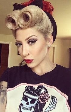 Suavecita perfection! Makeup, hair, and clothing on point! Pic of @retro_jojo