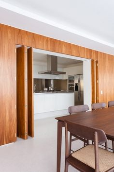 Brazil is on my mind lately and browsing once again the portfolio of architect Felipe Hess I found a new love: the Trianon apartmen. Lounge Design, Folding Walls, Folding Doors, Room Maker, Safari Home Decor, Internal Sliding Doors, Open Plan Kitchen Living Room, Hidden Kitchen, Partition Design