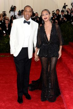 "Beyonce Knowles Photos Photos - Jay-Z and Beyonce attend the ""Charles James: Beyond Fashion"" Costume Institute Gala at the Metropolitan Museum of Art on May 5, 2014 in New York City. - Red Carpet Arrivals at the Met Gala — Part 3"