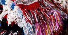 Como tricotar um cachecol para bebê. Tricô é um hobby para alguns e uma paixão para os outros. Para muitos entusiastas, um novo bebê é a desculpa perfeita para pegar as agulhas de tricô e fios e criar algo artesanal. Enquanto botinhas, cobertores e blusas pequenas são as escolhas usuais, um cachecol de bebê pode ser uma opção única e fácil para iniciantes ou até mesmo para as pessoas ...
