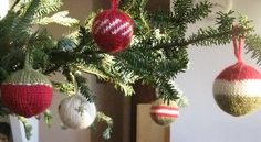 Christmas Baubles  by Mona Schmidt  http://www.ravelry.com/patterns/library/christmas-baubles-6