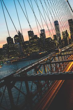 New York Skyline by Konstantin Leontiev - The Best Photos and Videos of New York City including the Statue of Liberty, Brooklyn Bridge, Central Park, Empire State Building, Chrysler Building and other popular New York places and attractions.