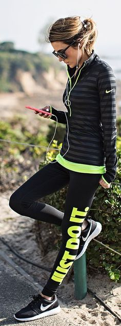Black and neon nike nike ✔ sportstøj, sport, træningstøj Nike Neon, Nike Air, Workout Attire, Workout Wear, Nike Workout Gear, Gym Gear, Nike Workout Clothes, Nike Workout Outfits, Exercise Clothes