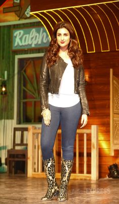 Parineeti Chopra looks hot as she pouts for the camera at a special launch of the song 'Nakhriley' from 'Kill Dil'. #Bollywood #Fashion #Style #Beauty