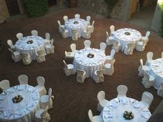 @violamalva @castleilpalagio #weddingintuscany #weddingincastle #courtyard #centerpieces #weddingtable
