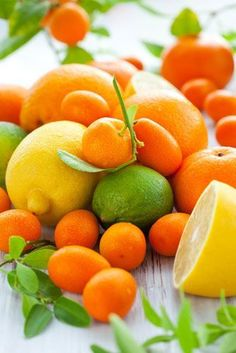 Lemons, Limes & Oranges - Citrus A dry perfume is more intense in scent than a regular perfume. Use this Citrus Dry Perfume to re-energize.data-pin-do= Fruit And Veg, Fruits And Vegetables, Fresh Fruit, Citrus Fruits, Photo Fruit, Oranges And Lemons, Healing Herbs, Healthy Fruits, Homemade Beauty Products