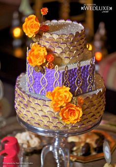 Sparkling Lilac & Gold Wedding Cake Picture