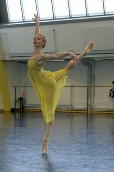 Iana Salenko rehearsing Romeo and Juliet, choreography by John Cranko (Staatsballett Berlin 2014). Photo by Bettina Stöß