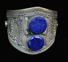 Etniczna bransoleta, wykonanie ręczne. Cztery okrągłe kamienie lapis lazuli.