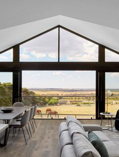 Explore the equine elegance of the Ceres Gable House, by Tecture Architecture. Gable House, House Roof, Facade House, Country Modern Home, Modern Barn House, Country Style Houses, Australian Country Houses, Barn House Design, Roof Architecture