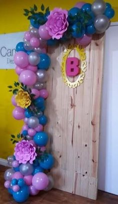 How to Make Easy Baby Shower Decorations on a Budget - Balloon Garlands Balloon Columns, Balloon Wall, Balloon Garland, Balloon Arch, Dyi Decorations, Balloon Decorations, Baby Shower Decorations, Balloon Ideas, Balloons Galore