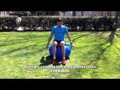 4.2.12 Personal Running   FITBALL Biceps simultaneo sobre balón con mancuernas