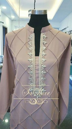 Discover recipes, home ideas, style inspiration and other ideas to try. Pakistani Fashion Party Wear, Pakistani Dresses Casual, Pakistani Dress Design, Kurti Pakistani, Formal Dresses, Neck Designs For Suits, Dress Neck Designs, Sleeves Designs For Dresses, Stylish Dresses For Girls