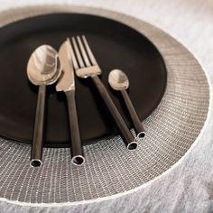 Handgemachtes Stahlbesteck aus poliertem und unpoliertem Stahl, 4-teilig, spülmaschinenfest (TellMeMore)