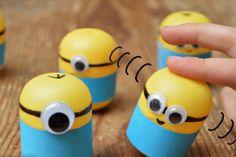 Une belle astuce pour bricoler des Minions berceurs! (Weebles)!