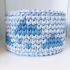 Chovendo por aí? 🌧☔️💧#trapilho #tshirtyarn #totora #fiodemalha #fiosguarani #cestomultiuso #sepeti #livingcrochet #crochet #crocheting #handmade #knitting #cute #crochetaddict #amigurumidoll  #hechoamano  #yarn #вязаниекрючком #instacrochet // Pattern by Ami.crochet