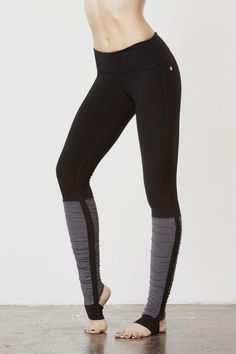 Yoga Clothes Ideas : 22 Fitness-y Gifts To Snap Up For Your Healthy Buddies Yoga Outfits, Dance Outfits, Workout Attire, Workout Wear, Workout Outfits, Workout Tanks, Yoga Fashion, Fitness Fashion, Athleisure