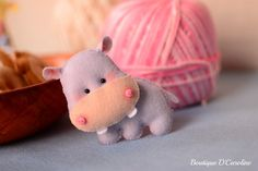 Atelier - Boutique D' Caroline Boutique D Caroline, Felt Baby, Busy Bags, Felt Animals, Felt Crafts, Dinosaur Stuffed Animal, Teddy Bear, Crafty, Fabric