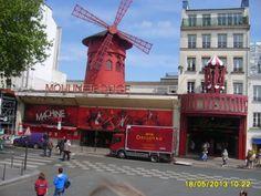 Buche deine Tickets für Moulin Rouge noch heute. Die legendäre Show ist immer schnell ausgebucht.