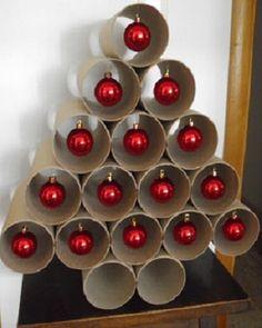 Árbol de navidad con tubos de cartón