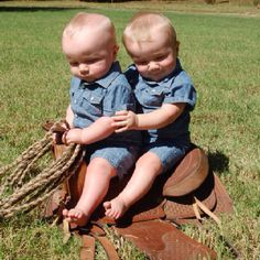 adorable little cowboys Baby Pictures, Baby Photos, Cute Pictures, Funny Kids, Cute Kids, Cute Babies, Little Cowboy, Cowboy And Cowgirl, Beautiful Children