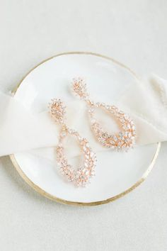 Emmaline Bride - Handmade Wedding Blog One of the last-minute bridal accessories brides think of is bridal jewelry. This is because there is so much emphasis and time spent on finding the perfect wedding dress. Then,… Handmade Wedding Blog Wedding Earrings Drop, Wedding Bracelet, Rose Gold Earrings, Bridal Earrings, Dangle Earrings, Statement Earrings, Bridal Jewelry, Wedding Jewelry Sets, Jewelry Box