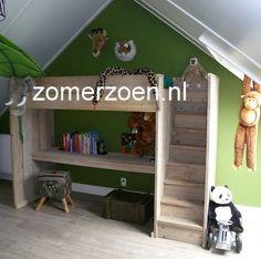 #hoogslaper met dichte trap #bureauslaper http://www.zomerzoen.nl/hoogslaper-juul.html