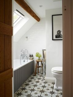 Cotswolds Cottage Gets a Stylish Vintage Makeover Farm House Living Room, White Mosaic Tiles, London Living Room, Commercial Interior Design, Cotswolds Cottage, County House, Small Bathroom, Cottage Interiors, New England Homes