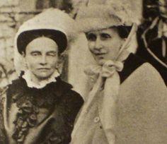 Prinsessan Teresa och svägerskan prinsessan Eugénie.