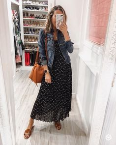 Summer Fashion Tips Maxi dress with denim jacket for Spring. Throw on and go Source by dress outfit.Summer Fashion Tips Maxi dress with denim jacket for Spring. Throw on and go Source by dress outfit Modest Outfits, Modest Fashion, Casual Outfits, Fashion Outfits, Womens Fashion, Casual Ootd, Hijab Casual, Hijab Fashion, Casual Chic