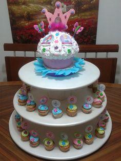 Giant Cupcakes and Mini Cupcakes/ Cupcake gigante y Mini cupcakes Creaciones Reina Sofia Ciudad Ojeda Zulia Venezuela