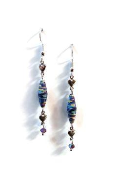 Boucles d'Oreilles Coeurs - Perles en Papier Recyclé - Perles en Verre Tchèques à Facettes - Bleues Mauves : Boucles d'oreille par cap-and-pap
