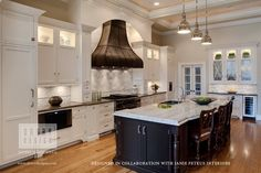 Very elegant kitchen. Although I'm not a fan of the hood or the pendant lighting.