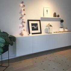 Macht's euch gemütlich und startet gut in die neue Woche! Lieben Dank @tasc85 für dieses hübsche Foto ihrer good moods Lichterkette! #goodmoods #sunday #stringlights #lichterkette #cottonballs #furniture #scandinavian #design #grey #white #black #sideboard #interior #love #home #teppich #bild #instahome #decoration