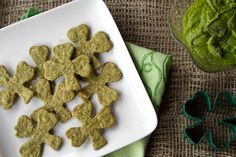Patricks Day Appetizer: Sneaky Shamrock Spinach Crackers Green Dip healthy-vegan-recipes-by-oh-she-glows miyokofns eulahphs St Patrick's Day Appetizers, Pinwheel Appetizers, Vegan Appetizers, Vegan Snacks, Vegan Recipes, Dip Recipes, Bread Recipes, St. Patricks Day, Greens Recipe