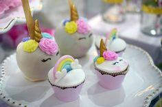 Cupcakes e maçãs do amor de unicórnios. Unicorn party
