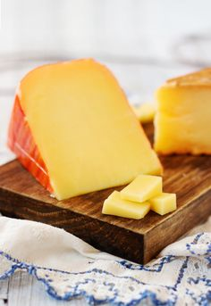 Queso  Mahón D.O.P Queso Cheese, Cheese Dishes, Wine Cheese, Spanish Cheese, Gourmet Cheese, Butter Cheese, Artisan Cheese, Cheese Lover, Homemade Cheese