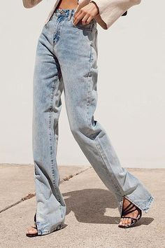 Light Wash Jeans, Light Denim, Jean Outfits, Casual Outfits, Jeans Outfit Summer, Hem Jeans, Short Shirts, Denim Fabric, High Rise Jeans