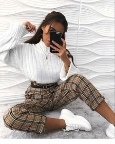 How to wear fall fashion outfits with casual style trends Winter Fashion Outfits, Look Fashion, Fall Outfits, Latest Fashion, Fashion Tips, Fashion Trends, Cute Outfits For Winter, Spring Outfits For Teen Girls, Ad Fashion