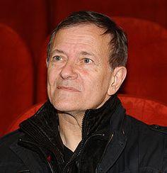 Francis Huster - Figure emblématique du théâtre en France, Francis Huster est de la trempe de ceux que l'on ne présente pas.