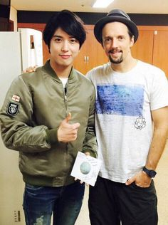 CNBLUE's Jung Yong Hwa Gets Friendly With Jason Mraz At Recent Seoul Concert http://www.kpopstarz.com/articles/142025/20141126/cnblues-jung-yong-hwa-gets-friendly-with-jason-mraz.htm