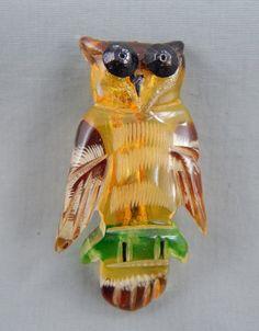 Vintage Mid Century Reverse Carved Apple Juice Bakelite Owl Brooch Pin